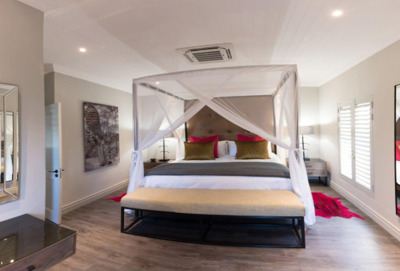 Leopard Working Holiday Accommodation King Size Bed